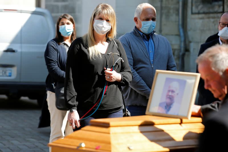Hospital workers pay last homage to popular country doctor in Villers-Outreaux