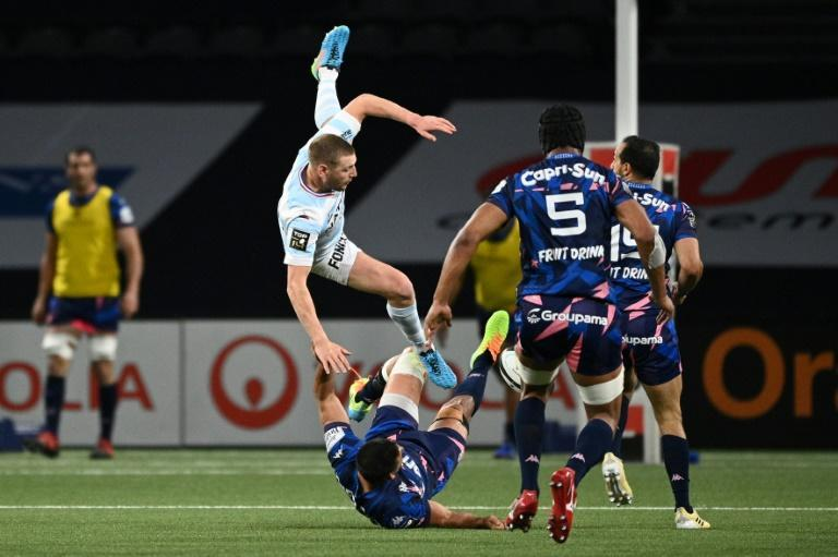 Racing92 fly-half Finn Russell (C) in the thick of the action in the Paris derby against Stade Francais