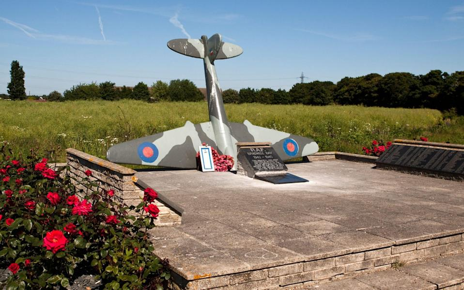 Memorial to the airmen of RAF Bradwell Bay - Dave Clarke Photography/Alamy Stock Photo