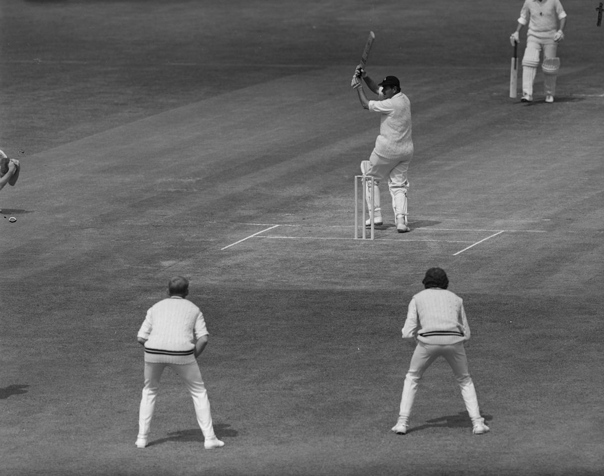 24th May 1971:  Kent Captain Colin Cowdrey (1932 - 2000) hooks a delivery from Surrey Test Fast-Bowler Bob Willis for a single during his side's first innings against Surrey at the Oval, London.  (Photo by Leonard Burt/Central Press/Getty Images)