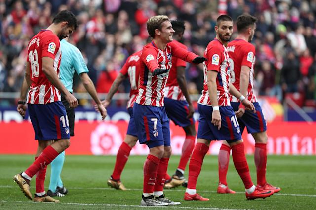 Soccer Football - La Liga Santander - Atletico Madrid vs Girona - Wanda Metropolitano, Madrid, Spain - January 20, 2018 Atletico Madrid's Antoine Griezmann celebrates scoring their first goal with team mates REUTERS/Sergio Perez