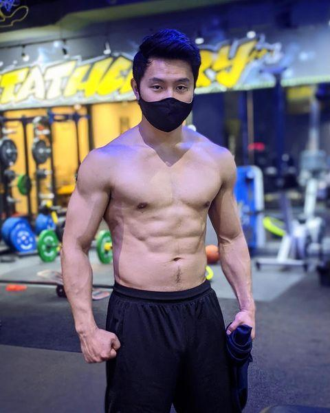<p>Bulking up for <em>Shang-Chi</em>, which hits theaters on Sept. 3, hasn't looked easy — but Simu has risen to the challenge.</p>