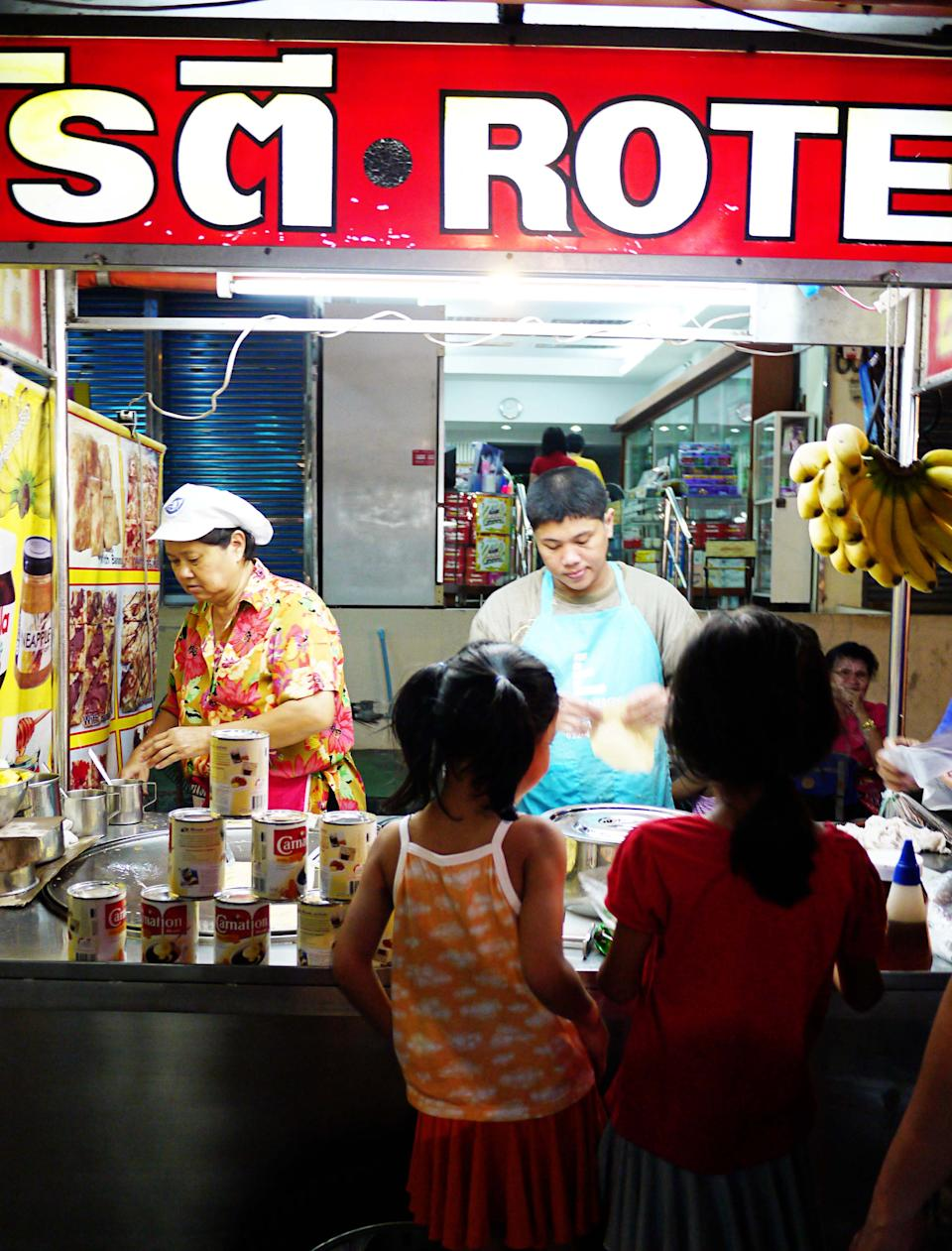 <p>The market covers about 100 metres, with stalls selling everything and anything – clothes, jewellery, souvenirs for friends back home, food, household décor items, there's much to see and buy! And if you're still craving seafood, you can drop by the many seafood stalls here to have your crustacean fill. One thing to watch out – because it is a touristy area, prices can be on the higher side though it is still pretty much very affordable!</p>
