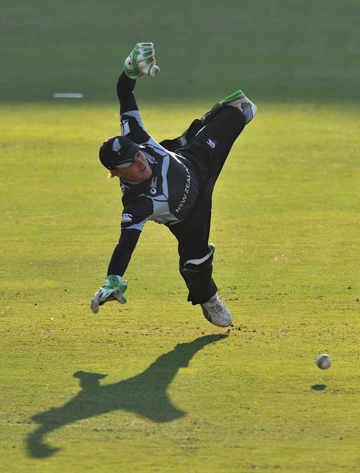 JOHANNESBURG, SOUTH AFRICA - OCTOBER 03:  Brendon McCullum of New Zealand in action behind the stumps during the ICC Champions Trophy semi final match between New Zealand and Pakistan from Liberty Life Wanderers on October 03, 2009 in Johannesburg, South Africa.  (Photo by Duif du Toit/Gallo Images/Getty Images)