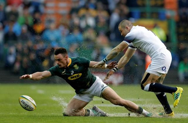 South Africa's wing Jesse Kriel (L) is tackled by England full-back Mike Brown (R) during the rugby union Test match between South Africa and England in Cape Town, which England went on to win 10-25 (AFP Photo/GIANLUIGI GUERCIA)