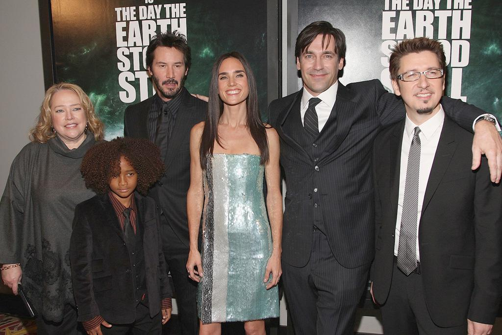 "<a href=""http://movies.yahoo.com/movie/contributor/1800024073"">Kathy Bates</a>, Jaden Smith, <a href=""http://movies.yahoo.com/movie/contributor/1800019596"">Keanu Reeves</a>, <a href=""http://movies.yahoo.com/movie/contributor/1800021142"">Jennifer Connelly</a>, <a href=""http://movies.yahoo.com/movie/contributor/1808974842"">Jon Hamm</a> and director <a href=""http://movies.yahoo.com/movie/contributor/1800552750"">Scott Derrickson</a> at the New York premiere of <a href=""http://movies.yahoo.com/movie/1809966785/info"">The Day the Earth Stood Still</a> - 12/09/2008"