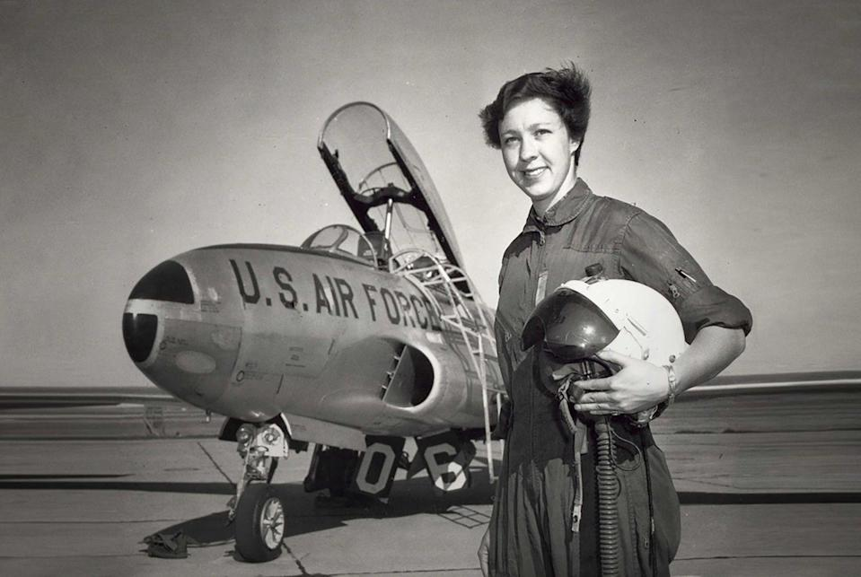 - 9173cab8827708d070f236469cad8fdb - Meet Wally Funk (82), the oldest woman flying to space