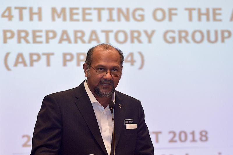 Gobind Singh Deo noted that there were still many remote areas that were still jungle or had not been developed and the government needed to come up with a national fiberisation plan to carry out full nationwide internet coverage.— Picture by Mukhriz Hazim