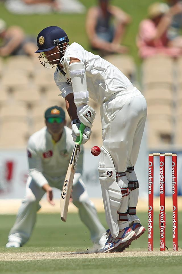 ADELAIDE, AUSTRALIA - JANUARY 27: Rahul Dravid of India bats during day four of the Fourth Test Match between Australia and India at Adelaide Oval on January 27, 2012 in Adelaide, Australia.  (Photo by Morne de Klerk/Getty Images)