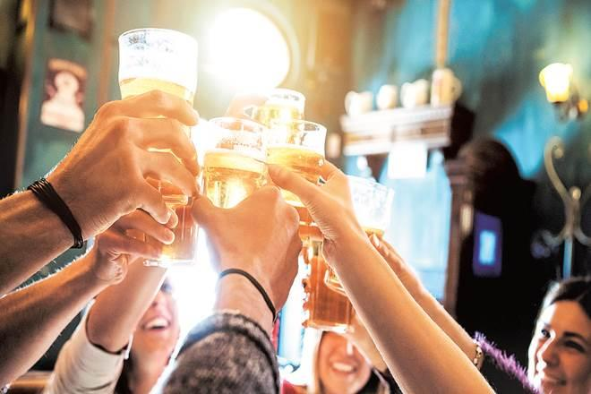 Liquor licence fee UP, UP bars operating time, till when are UP bars open, new excise policy UP