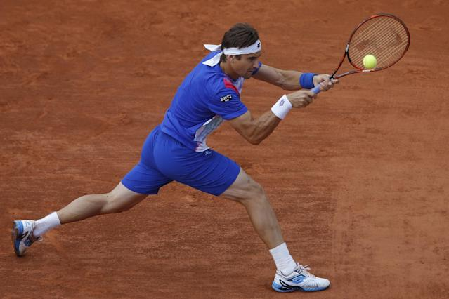 Spain's David Ferrer returns the ball during the quarterfinal match of the French Open tennis tournament against compatriot Rafael Nadal at the Roland Garros stadium, in Paris, France, Wednesday, June 4, 2014. (AP Photo/Michel Spingler)