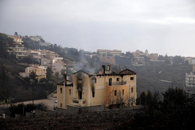 <p>A house burns following a wildfire at Neos Voutzas, near Athens, Greece, July 24, 2018. (Photo: Alkis Konstantinidis/Reuters) </p>