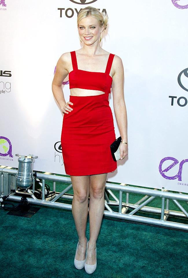 "Amy Smart, who donned a sexy cut-out dress, told reporters that she drives a hybrid car, recycles, and eats organic. Jean Baptiste Lacroix/<a href=""http://www.wireimage.com"" target=""new"">WireImage.com</a> - October 25, 2009"