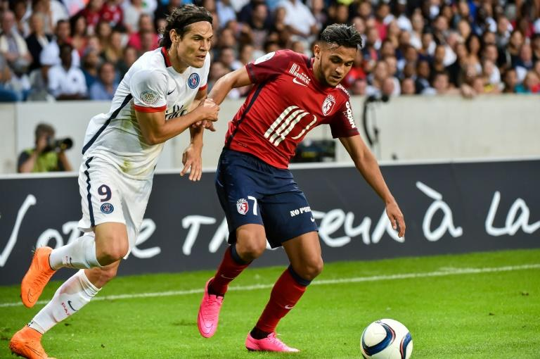 Paris Saint-Germain's forward Edinson Cavani (L) clashes with Lille's midfielder Sofiane Boufal during a French L1 football match on August 7, 2015 at the Pierre Mauroy Stadium in Villeneuve d'Ascq
