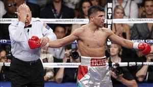 Referee Joe Cortez motions that Victor Ortiz, right, delivered a head butt to Floyd Mayweather in the fourth round during a WBC welterweight title fight, Saturday, Sept. 17, 2011, in Las Vegas. Mayweather won by knockout in the fourth round. (AP Photo/Eric Jamison)
