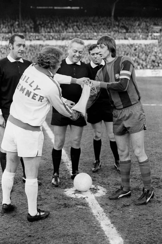 Barcelona captain Johan Cruyff (right) swaps pennants with Leeds captain Billy Bremner before the European Cup semi-final, first leg clash between the sides in April 1975 (PA)