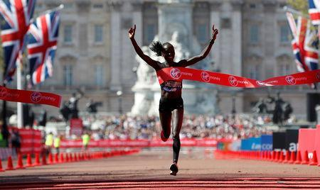 Athletics - London Marathon - London, Britain - April 22, 2018 Kenya's Vivian Cheruiyot wins the Women's elite race REUTERS/Paul Childs