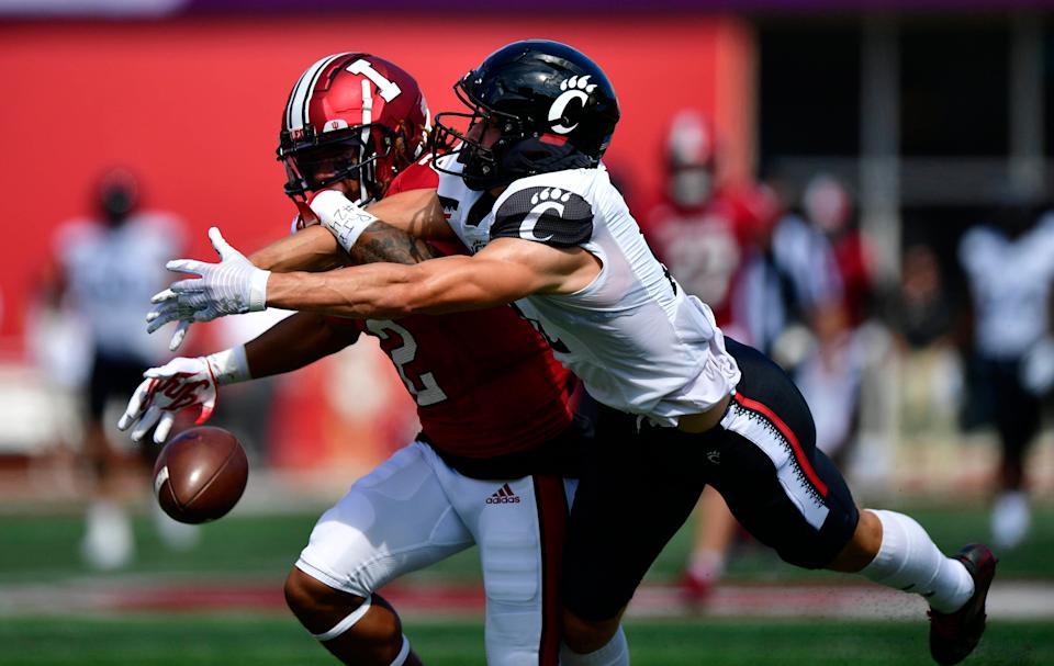 Cincinnati wide receiver Alec Pierce misses a pass under coverage from Indiana defensive back Reese Taylor.