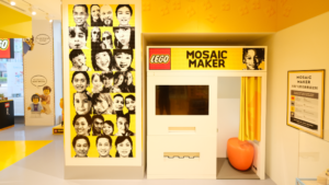 The mosaic booth in the store. Photo: LEGO Group