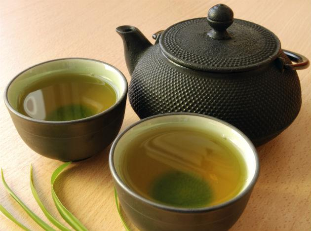 Green tea contains a substance called catechin that wipes out the bacteria that cause bad breath and create plaque.