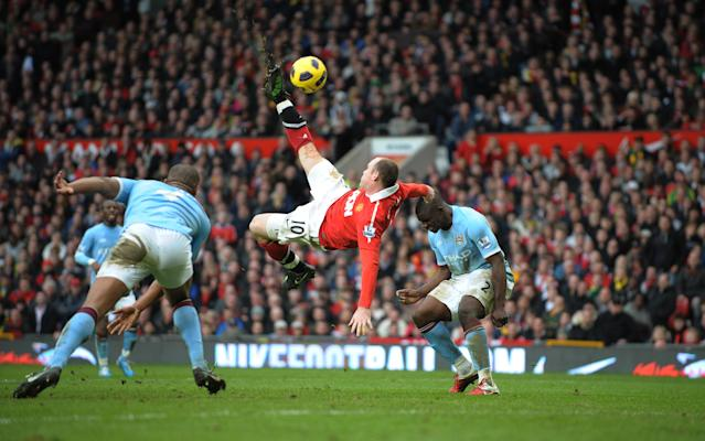 Wayne Rooney scores with an outrageous bicycle kick in the Manchester derby - Robin Parker (FotoSports)