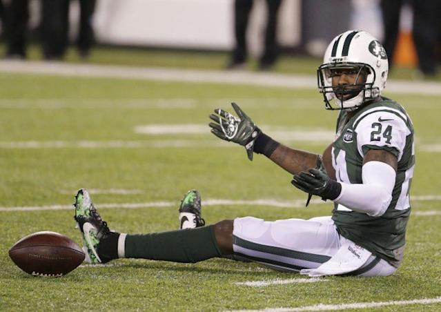 """<a class=""""link rapid-noclick-resp"""" href=""""/nfl/players/8268/"""" data-ylk=""""slk:Darrelle Revis"""">Darrelle Revis</a> and the Jets were blown out on Monday night. (AP)"""