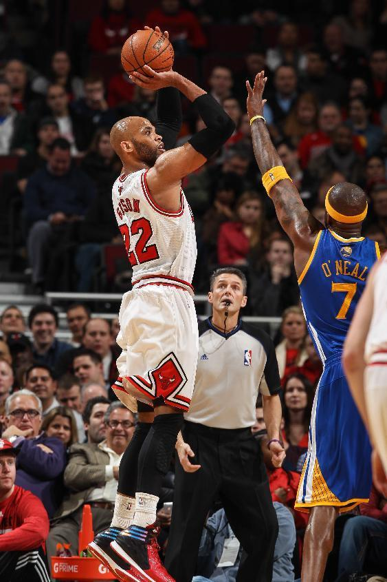 CHICAGO, IL - FEBRUARY 26: Taj Gibson #22 of the Chicago Bulls shoots against the Golden State Warriors on February 26, 2013 at the United Center in Chicago, Illinois. (Photo by Gary Dineen/NBAE via Getty Images)
