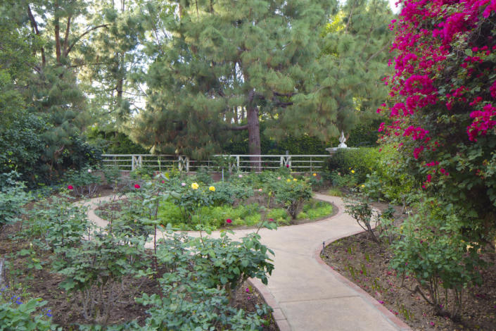 <p>Hollywood icons like Charlie Chaplin, Clark Gable, Marlene Dietrich, Bette Davis, Cole Porter and Frank Capra all passed through the front doors of this classic Beverly Hills estate, for which Taylor Swift is reported to have recently paid $25 million cash.</p>