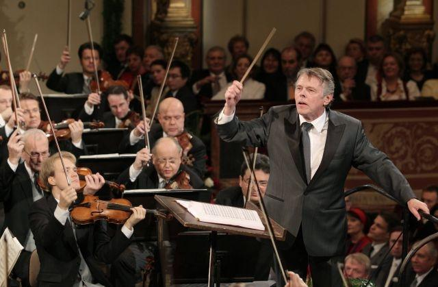 Vienna orchestra celebrates 50th birthday with new woman chief