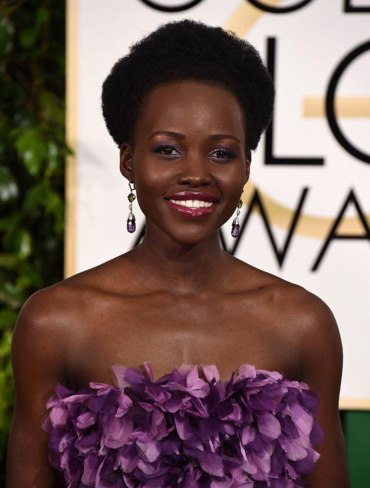 <p>The actress stunned yet again wearing a violet eye shadow and a berry lip that perfectly matched her vibrant dress. (Photo: Getty Images)<br /></p>
