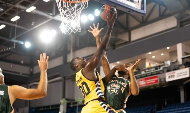 Edmonton Stingers forward Travis Daniels attempts a layup during a game against the Saskatchewan Rattlers in a game last year. (Canadian Elite Basketball League - image credit)