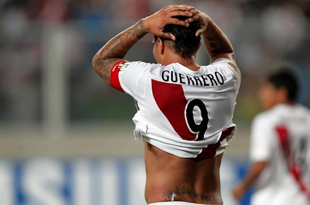 FILE PHOTO: Peru's Jose Paolo Guerrero reacts after losing to Colombia in their 2014 World Cup qualifying soccer match in Lima, Peru June 3, 2012. REUTERS/Mariana Bazo/File Photo
