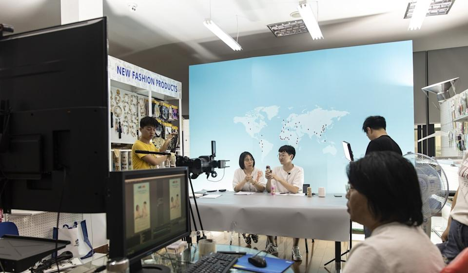 Employees rehearse hosting a live-stream session for the upcoming Canton Fair inside a showroom at Ningbo MH Industry Co. in Ningbo, Zhejiang Province, China, on Wednesday, June 10, 2020. Photo: Bloomberg
