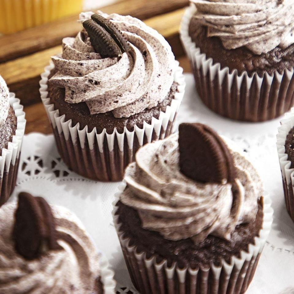 """<p>Make these amazing cookies 'n' creme cupcakes for the kids at your 4th of July bash. They'll love the cookie piece on top.</p><p><strong><a href=""""https://www.thepioneerwoman.com/food-cooking/recipes/a36099859/cookies-n-creme-cupcakes/"""" rel=""""nofollow noopener"""" target=""""_blank"""" data-ylk=""""slk:Get the recipe."""" class=""""link rapid-noclick-resp"""">Get the recipe.</a></strong></p><p><strong><a class=""""link rapid-noclick-resp"""" href=""""https://go.redirectingat.com?id=74968X1596630&url=https%3A%2F%2Fwww.walmart.com%2Fsearch%2F%3Fquery%3Dcupcake%2Bliners&sref=https%3A%2F%2Fwww.thepioneerwoman.com%2Ffood-cooking%2Fmeals-menus%2Fg32109085%2Ffourth-of-july-desserts%2F"""" rel=""""nofollow noopener"""" target=""""_blank"""" data-ylk=""""slk:SOHP CUPCAKE LINERS"""">SOHP CUPCAKE LINERS</a></strong></p>"""