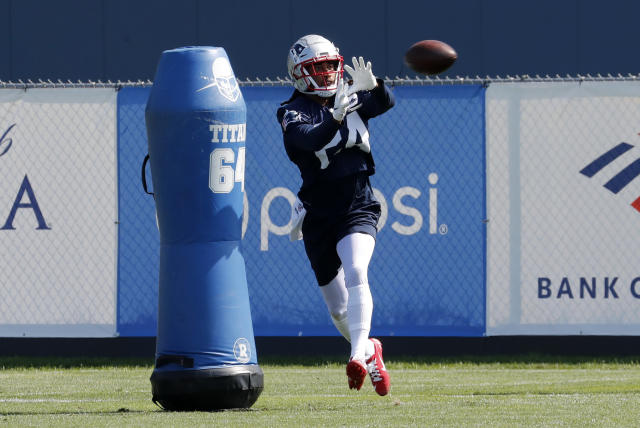 "<a class=""link rapid-noclick-resp"" href=""/nfl/teams/new-england/"" data-ylk=""slk:New England Patriots"">New England Patriots</a> cornerback <a class=""link rapid-noclick-resp"" href=""/nfl/players/25720/"" data-ylk=""slk:Stephon Gilmore"">Stephon Gilmore</a> (24) catches the ball during Patriots training camp on August 2, 2019. (Getty)"