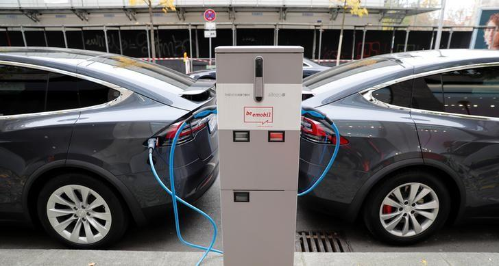 More than 400,000 German jobs at risk in switch to electric cars - Handelsblatt