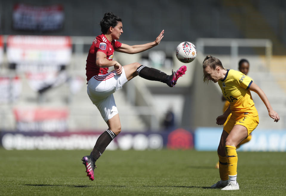 Manchester United's Jessica Sigsworth in action with Tottenham Hotspur's Josie Green (Picture: Reuters/Lee Smith)