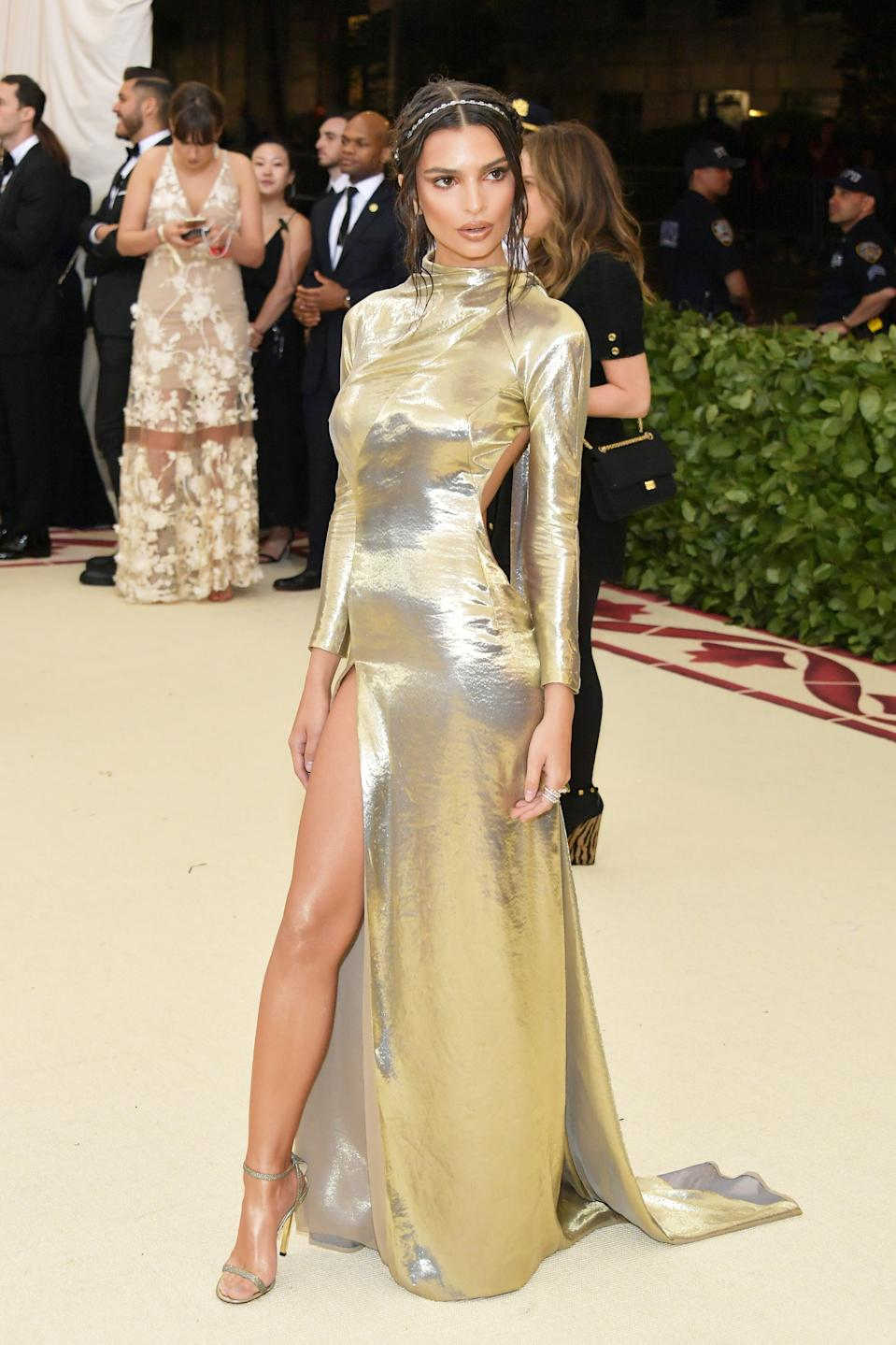"""<h1 class=""""title"""">Emily Ratajkowski in custom Marc Jacobs, Messika jewelry, and Jimmy Choo shoes</h1><cite class=""""credit"""">Photo: Getty Images</cite>"""