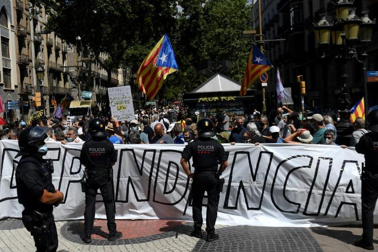 Catalan separatist protestors rallied in Barcelona outside the theatre were the prime minister spoke