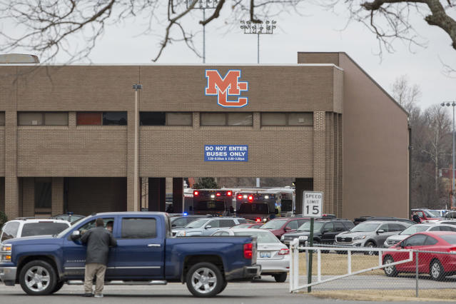 <p>Emergency crews respond to Marshall County High School after a fatal school shooting on Jan. 23, 2018, in Benton, Ky. (Photo: Ryan Hermens/The Paducah Sun via AP) </p>