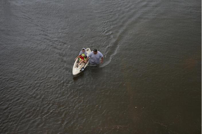 <p>Jesus Rodriguez rescues Gloria Garcia after rain from Hurricane Harvey flooded Pearland, in the outskirts of Houston, Texas, Aug. 27, 2017. (Photo: Adrees Latif/Reuters) </p>