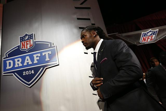 Jadeveon Clowney, from South Carolina, walks on stage for a group photo with fellow draft prospects before the first round of the NFL football draft, Thursday, May 8, 2014, at Radio City Music Hall in New York. (AP Photo/Jason DeCrow)