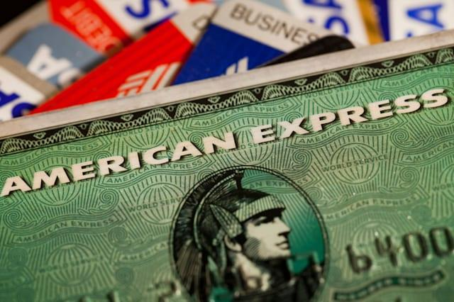 Earn up to £50 statement credits when you shop with Amex