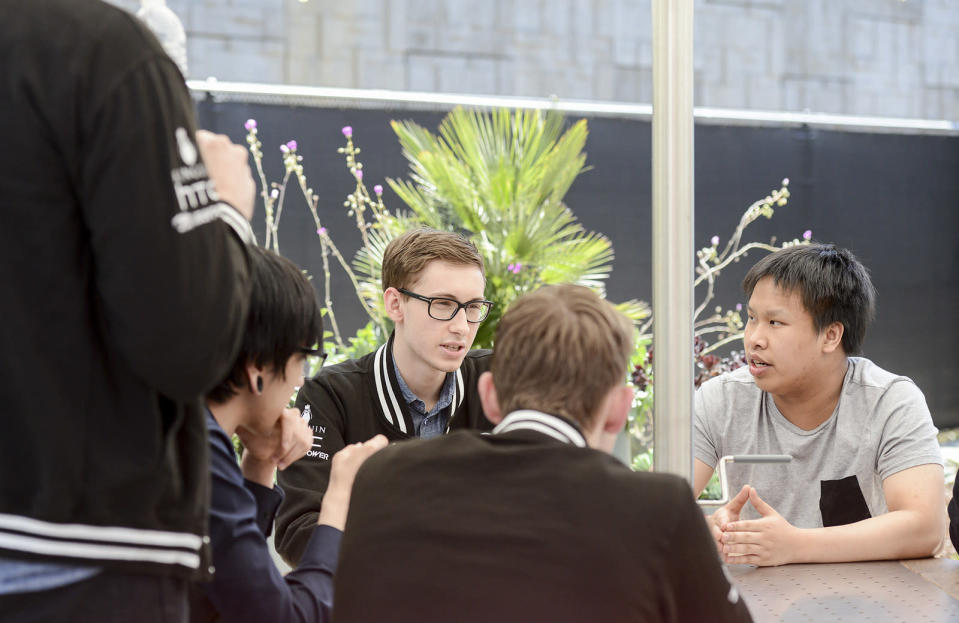 Reginald and franchise player Bjergsen sit together at the NA LCS studios (Riot Games/Lolesports)