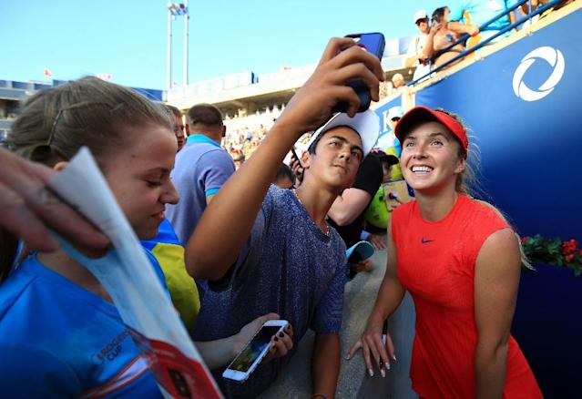 Elina Svitolina of Ukraine meets fans following her WTA Rogers Cup semi-final victory over Simona Halep of Romania, at Aviva Centre in Toronto, Canada, on August 12, 2017 (AFP Photo/Vaughn Ridley)