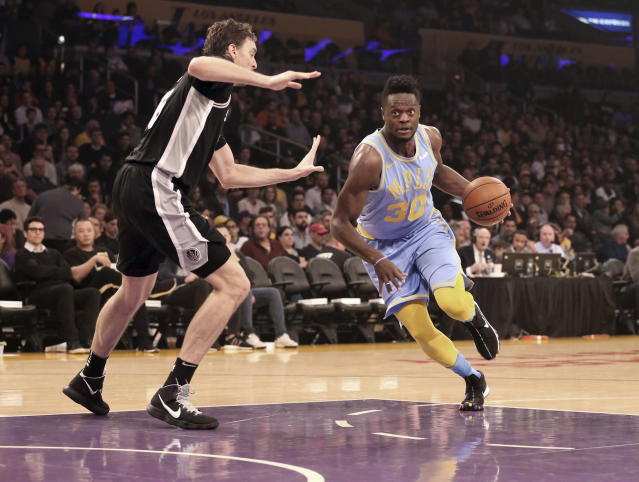 The Los Angeles Lakers reportedly renounced the rights to forward Julius Randle (30). (AP Photo/Reed Saxon)