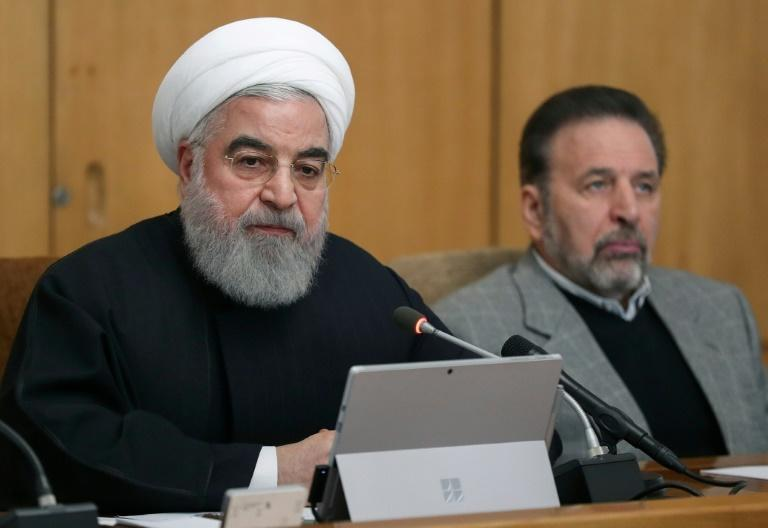 Iranian President Hassan Rouhani (L) chairs a cabinet meeting in Tehran (AFP Photo/HO)