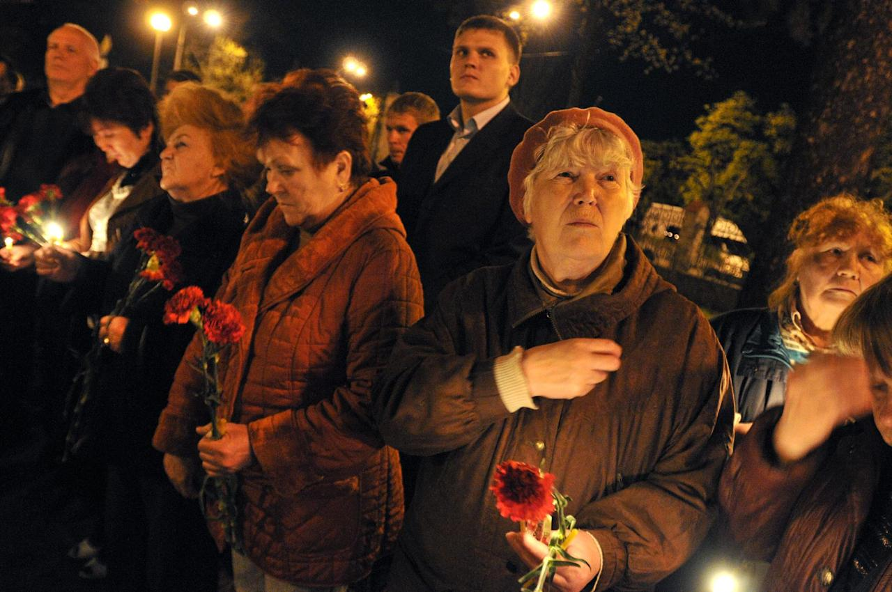 Ukrainians hold candles commemorating the 26th anniversary of the Chernobyl nuclear disaster in Kiev, Ukraine,Thursday, April 26, 2012. Ukrainian President Viktor Yanukovych on Thursday paid tribute to the victims of the Chernobyl nuclear disaster and said his country is committed to building a new, safer shelter over the reactor as Ukrainians, Belarusians and Russians marked the 26th anniversary of the world's worst nuclear disaster. (AP Photo/Sergei Chuzavkov)