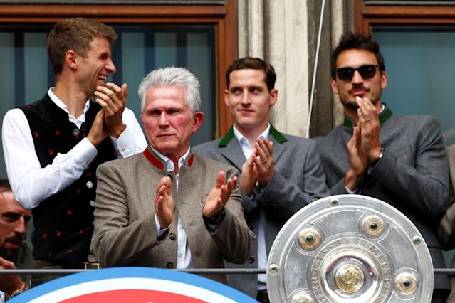 Soccer Football - Bayern Munich Trophy Presentation - Town Hall, Munich, Germany - May 20, 2018 Bayern Munich coach Jupp Heynckes with Bundesliga trophy during the presentation REUTERS/Michaela Rehle