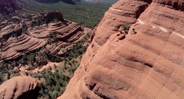 Cyclist risks life to ride near-vertical cliff route in Arizona